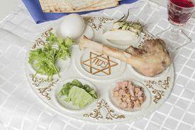 picture of seder  - Jewish seder plate - JPG