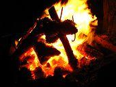 Uma fogueira de pinho