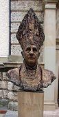 Estátua do Papa Benedict XVI, em sua antiga vida cidade de Traunstein, Alemanha