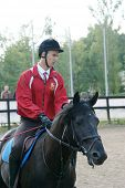 Russland, Moskau, aug 8: Sportler konkurrieren im Pferdesport