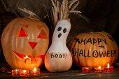 Calabazas de Halloween en fondo oscuro