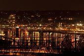 Pontes do Rio de Ohio entre Cincinnati e Covington