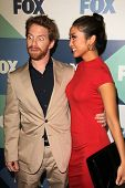 SLOS ANGELES - 1 de AUG: Seth Green, Brenda Song chega na festa no TCA Fox All-Star verão 2013