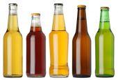 Botellas de cerveza en blanco