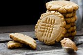 shortbread cookie with peanut butter