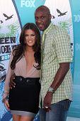 LOS ANGELES - AUGUST 8:  Khloe Kardashian & Lemar Odom arrive at the 2010 Teen Choice Awards at Gibs
