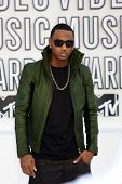 LOS ANGELES - 12 de setembro: Trey Songz chega em 2010 MTV Video Music Awards, no Nokia - LA Live