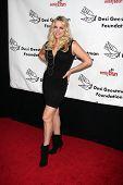 LOS ANGELES - 9 de outubro: Brittany Powell chega ao benefício