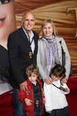 LOS ANGELES - 14 de NOV: Jeffrey Tambor llega en el estreno mundial de