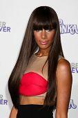LOS ANGELES - 8 de FEB: Leona Lewis llega en el estreno de