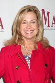 LOS ANGELES - 20 de FEB: Catherine Hicks llega a los católicos de 2011 en los medios de comunicación asociados Premio Brunc