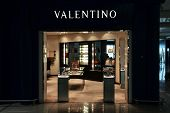 Valentino Fashion Store