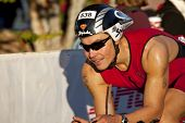 Concorrente de corrida no Arizona Ironman Triathlon