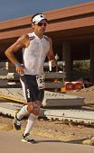 Competidor en el Triatlón Ironman de Arizona