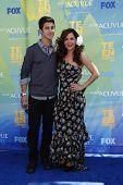 LOS ANGELES - 7 de AUG: Maria Canals-Barrera; David Henrie llegan en los Teen Choice Awards 2011 celebrado un