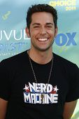 LOS ANGELES - AUG 7: Zachary Levi arrives at the 2011 Teen Choice Awards held at Gibson Amphitheatre