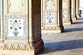 picture of khas  - Detail inlaid flowers on marble column Hall of Private Audience or Diwan I Khas at the Lal Qila or Red Fort in Delhi India - JPG