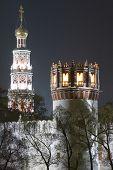 Mosteiro na noite