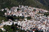 Aldea blanca, Ojén, Andalucía, España.