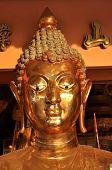 Cabeza de bronce de Buda cara