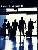 Personas de negocios que viajan