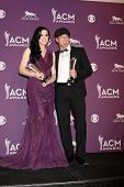 LAS VEGAS - APR 1: Thompson Square - Shawna und Kiefer Thompson im Presseraum an der 2012-Acade
