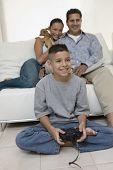 Assistir jogos do vídeo de filho de pais