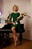 Mulher de luxo rico de beleza como Marilyn Monroe