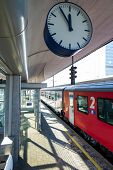 �?�?�?�¶bb train in the station, symbol photo for commuting, transportation and punctuality