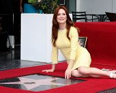 LOS ANGELES - OCT 3:  Julianne Moore at the Hollywood Walk of Fame Ceremony for Julianne Moore at W