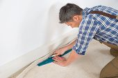 Постер, плакат: Craftsman Fitting Carpet