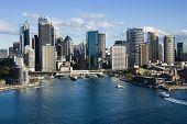 Luchtfoto van wolkenkrabbers en Sydney Cove in Sydney, Australië.