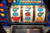 picture of slot-machine  - slot machine reels - JPG