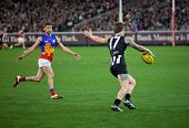 MELBOURNE - AUGUST 20 : Collingwood's  Dayne Beams (R) in action during their win over Brisbane - Au