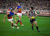 MELBOURNE - AUGUST 20 :  Collingwood's  Alan Didak (C) with the ball during their win over Brisbane