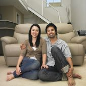 Multi ethnischen Couple sitting on Stock