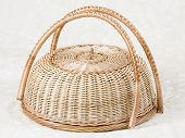Wicker basket for cakes