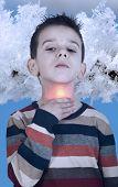 Criança tem dor de garganta doente