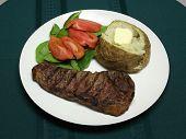 Cena de bistec a la plancha