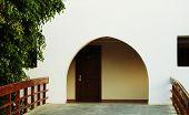 Puerta y puerta de arco