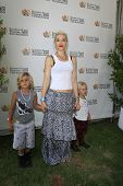 LOS ANGELES, CA - JUN 3: Gwen Stefani, sons Kingston, Zuma at the 'A Time for Heroes' Celebrity Picn