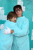 LOS ANGELES - JUN 3:  Dan Auerbach; Patrick Carney arriving at the 2012 MTV Movie Awards at Gibson A