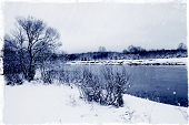 pic of paysage  - winter river paysage calm revir flowing under pure soft first snow - JPG