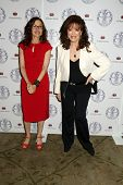 LOS ANGELES - APR 22:  Annabelle Gurwitch, Jackie Collins at the Women's Guild Cedars-Sinai Luncheon
