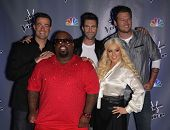 LOS ANGELES - OCT 28:  CARSON DALY, CEE-LO GREEN, ADAM LEVINE, Christina Aguilera & BLA arrives to the