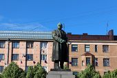 Monument to V. I. Lenin on Red Square in Vyborg.