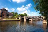 Famosa ponte e rio Ouse em York, Reino Unido