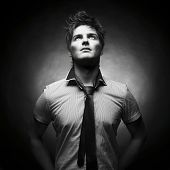 Постер, плакат: Портрет красивый стильный человек с прохладной прическа
