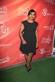 LOS ANGELES - APR 25:  Mindy Kaling arrives at the Second Annual Hilarity For Charity benefiting The