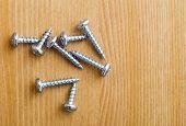 Metallic screws
